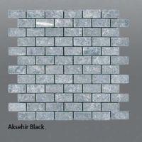 Plaquette de marbre noir  2,3 x 4,8 cm